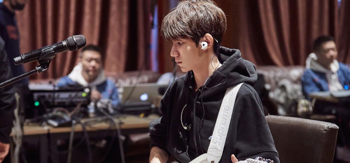 中国音乐公告牌王源献唱的歌曲《一样》
