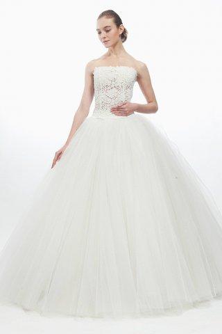 彰显新娘好身材的抹胸婚纱