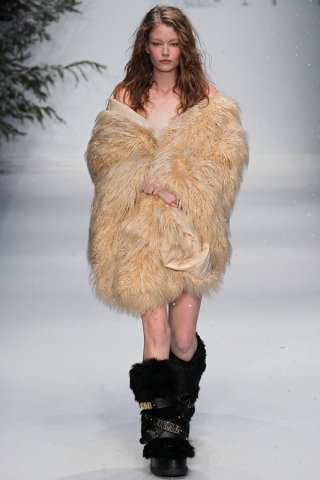 Moschino 2015 秋冬系列时装发布 白雪皑皑的奢华世界