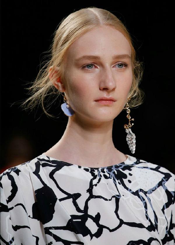 十个T台细节图 掌握2015春夏珠宝流行趋势