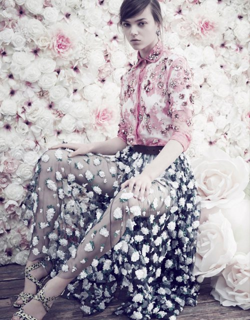 Jenna Earle 出镜演绎《Elle》时装杂志  摄影师 Nicky Emmerson掌镜拍摄