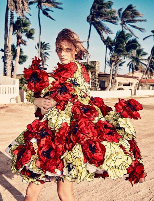摄影师 Marc de Groot《Vogue》时装杂志摄影欣赏。模特:Nimue Smit