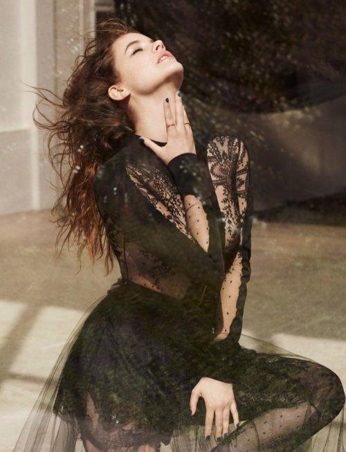 超模Barbara Palvin 演绎《L'Express Styles》杂志低调的魅力