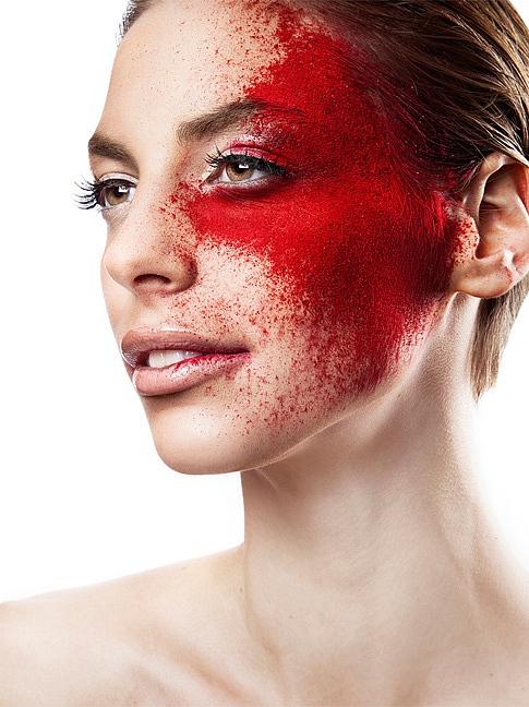 红艳唇妆+浓黑眼妆眼线图片 坏女孩激情碰撞高科技感