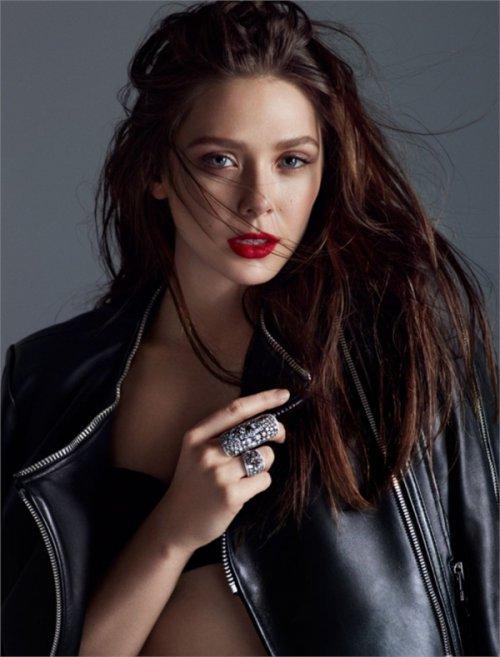 伊丽莎白-奥尔森烈焰红唇妆容  冷艳妩媚尽显诱人气息