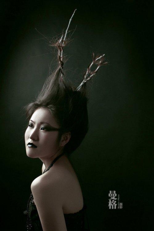 2014时尚彩妆海报 黑白彩妆鲜明对比图片