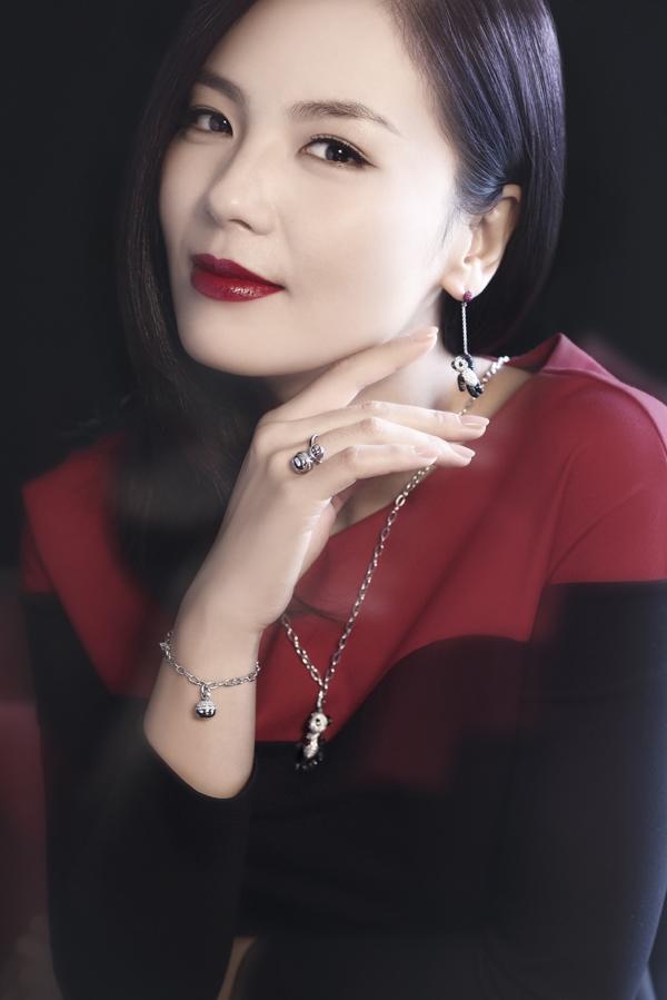 刘涛妖媚杂志妆容曝光 魅惑红唇性感迷人