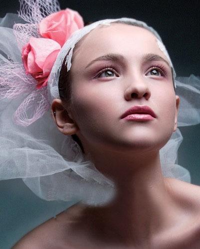 新潮时尚色彩新娘妆图片 演绎别样梦幻新娘