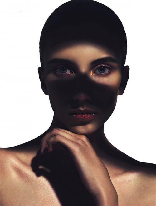 欧美时尚彩妆造型写真 浮夸眼妆电力十足