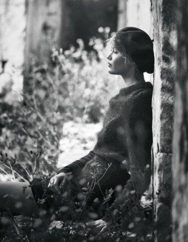 超模Frida Gustavsson 演绎《Elle》杂志户外时尚大片