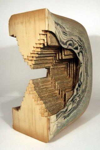 著名艺术家Brian Dettmer堪称一绝的书雕作品