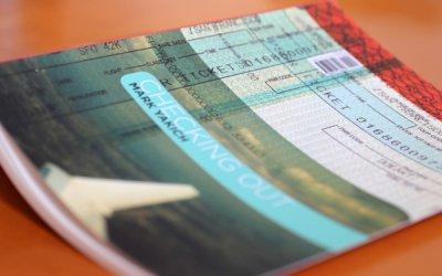 书籍装帧设计:Checking In Checking Out