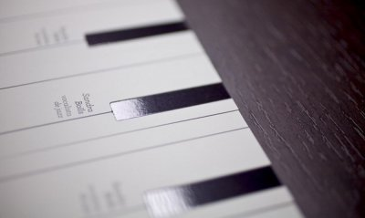 四张创意的钢琴键名片设计欣赏