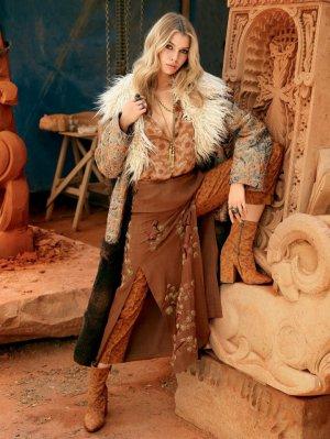 超模Stella Maxwell《Vogue》杂志时尚大片
