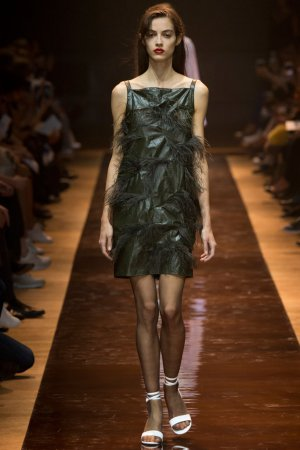 Nina Ricci(莲娜丽姿)2016巴黎时装秀