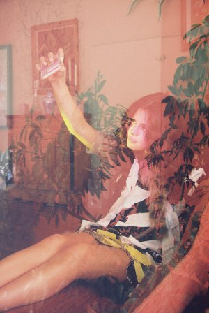 Selena Gomez《Wonderland》杂志展现缪缪女孩的青春活力