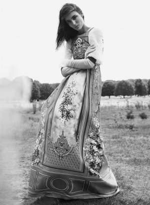 超模Zuzanna Bijoch 演绎《Harper's Bazaar》英国版丨Regan Cameron