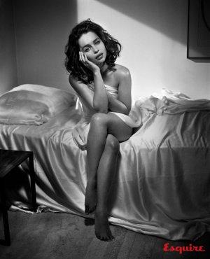 Emilia Clarke 演绎《Esquire》杂志复古风性感大片