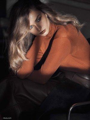 超模Andreea Diaconu 演绎《Vogue》时装杂志大片
