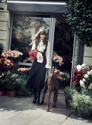 《W》时尚杂志 超模Lara与Freja 巴黎上演浪漫故事