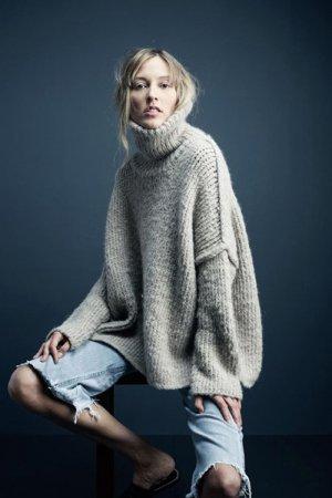 高领毛衣该如何穿搭 宽松高领毛衣才是这一季的大热!