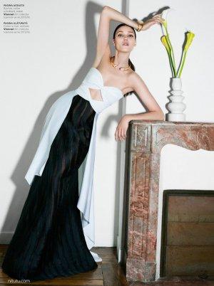超模Diana Moldovan 演绎《Harper's Bazaar》晚装风尚大片