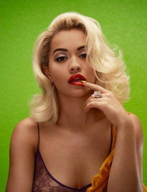 Rita Ora 化身梦露演绎《Wonderland》杂志时尚大片