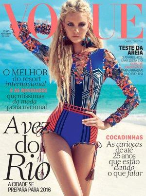 Caroline Trentini演绎《Vogue》巴西版时尚杂志