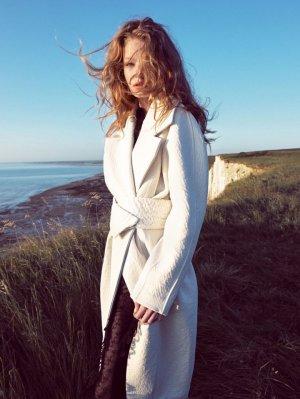 Hollie-May Saker 演绎《VOGUE服饰与美容》杂志时尚大片