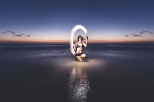 光绘与舞蹈完美结合的长曝光人物摄影