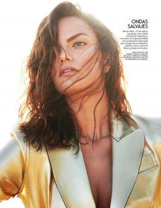 超模Barbara Fialho演绎《Vogue》杂志墨西哥版