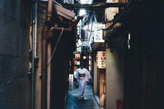 摄影师Takashi Yasui静谧文雅的日本街头摄影