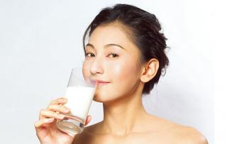 喝牛奶会变白吗 内服美白的最佳方法推荐给懒人的你