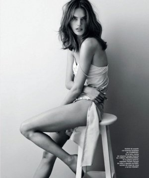 Alessandra Ambrosio 演绎《Harper's Bazaar》时尚杂志摄影大片