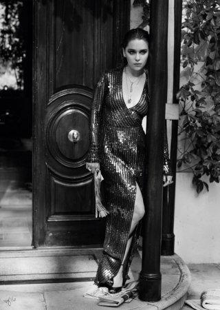 女星 Emilia Clarke《Violet Grey》杂志时尚大片