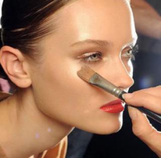眉笔需要卸妆吗 化妆品都需认真卸妆