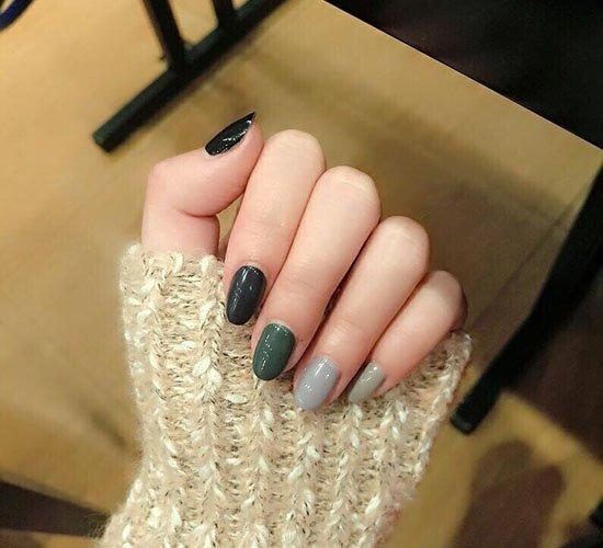 短指甲美甲图片深色 深色美甲短款也要嗨