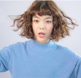 长卷发怎么扎好看图解 简单扭转发辫打造佳人气质