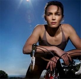 骑动感单车后怎么拉伸 简单五步远离肌肉酸痛