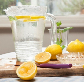 柠檬蜂蜜水用什么水温合适 切忌用开水冲泡柠檬蜂蜜水