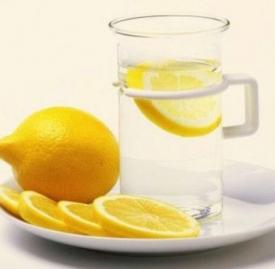 柠檬蜂蜜水月经期可以喝吗 经期减肥不妨多喝柠檬蜂蜜水