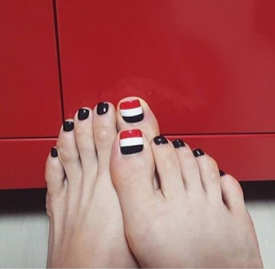 脚趾甲美甲图片简单 清凉夏季露出白嫩双足