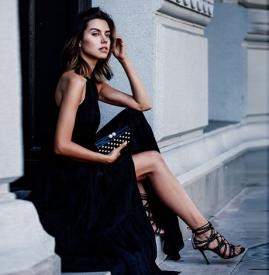 平底凉鞋搭配衣服图片 她竟然穿的比高跟鞋还美