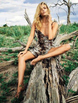 超模Natasha Poly演绎《Vogue》时尚杂志大片