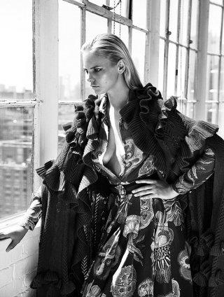 超模Marloes Horst 演绎《Woman》时尚杂志大片