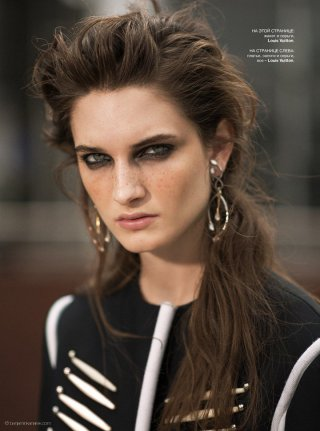 超模Carly Moore 演绎《Harper's Bazaar》时尚杂志大片