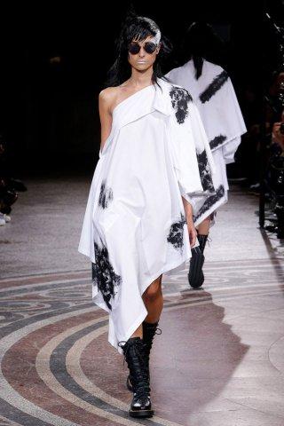 Yohji Yamamoto(山本耀司)2017巴黎时装周时装秀