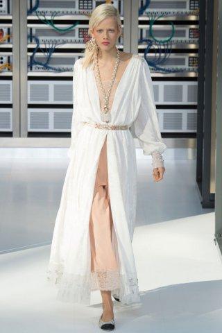 Chanel(香奈儿)2017春夏巴黎时装周时装秀