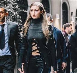 Gigi Hadid最新街拍 天鹅绒外套美炸了