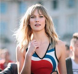 Karlie Kloss巴黎街拍Look 满屏都是腿